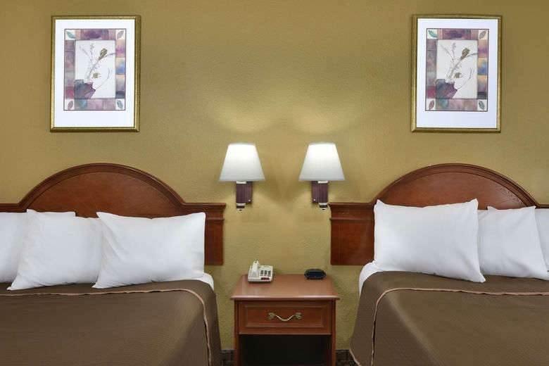Ultimate List of Best Cheap Hostels for Backpackers in Allentown, Pennsylvania, Howard Johnson Allentown