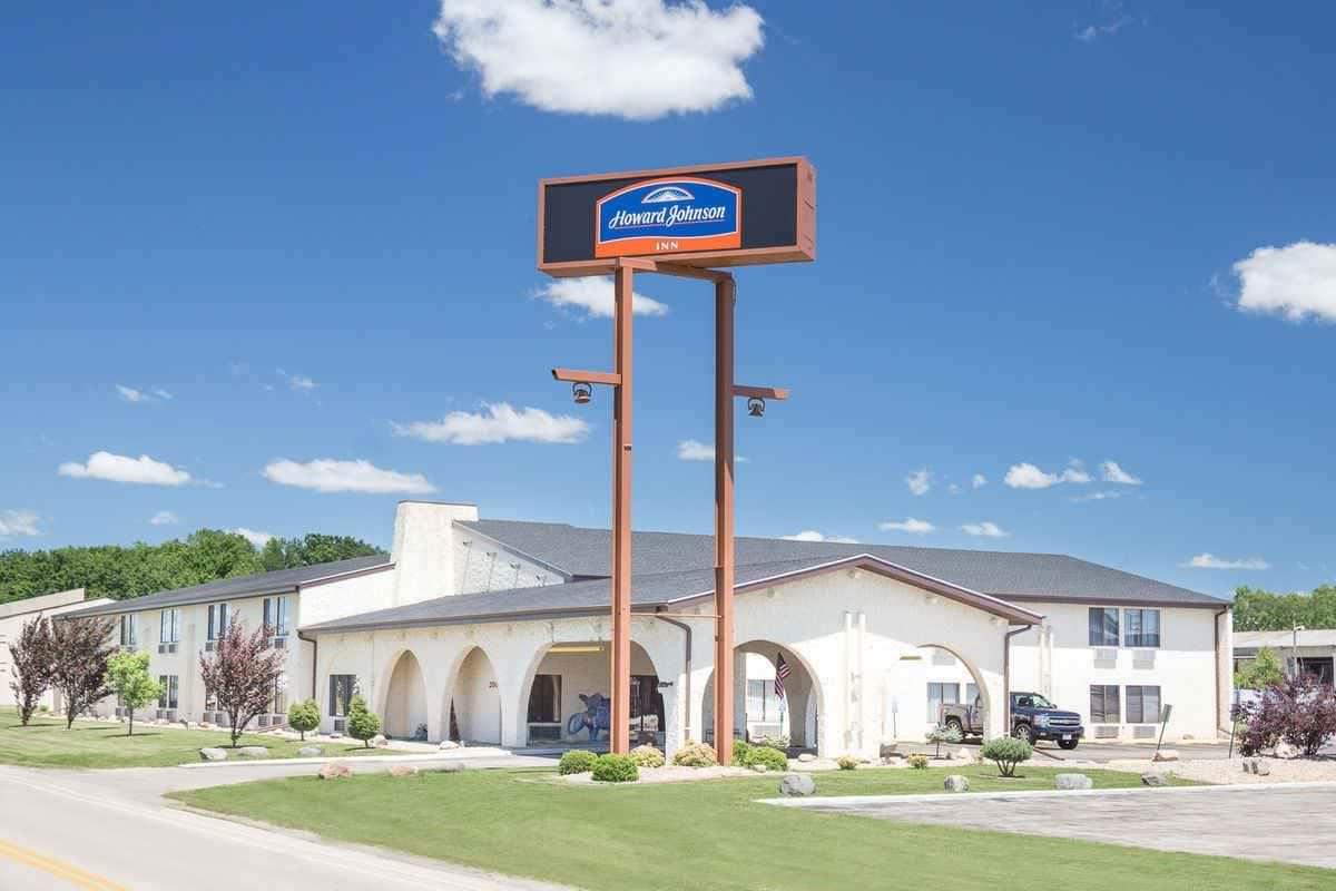 Ultimate List of Best Cheap Hostels for Backpackers in Appleton, Wisconsin, Howard Johnson Appleton