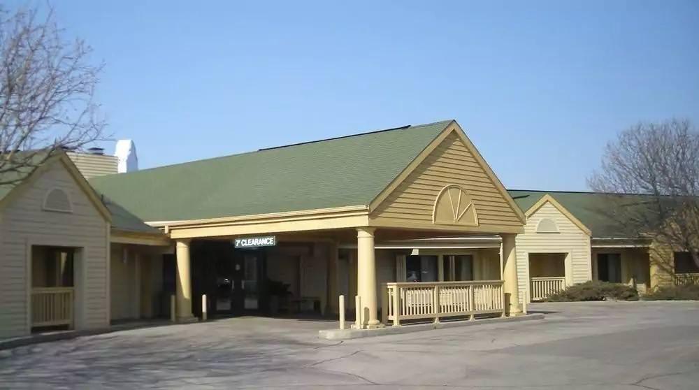 Ultimate List of Best Cheap Hostels for Backpackers in Appleton, Wisconsin, Red Roof Inn Appleton