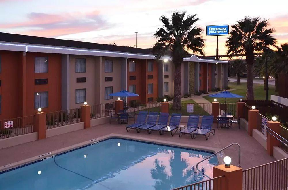 Ultimate List of Best Cheap Hostels for Backpackers in Austin, Texas, Rodeway Inn Austin