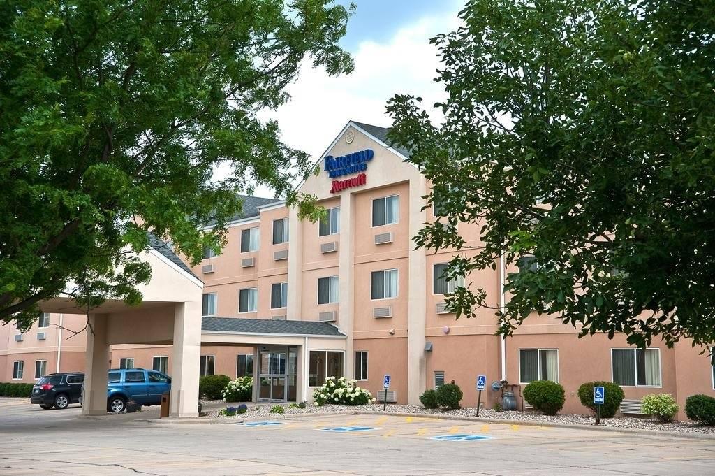 Ultimate List of Best Cheap Hostels for Backpackers in Brookings, South Dakota, Fairfield Inn & Suites Brookings