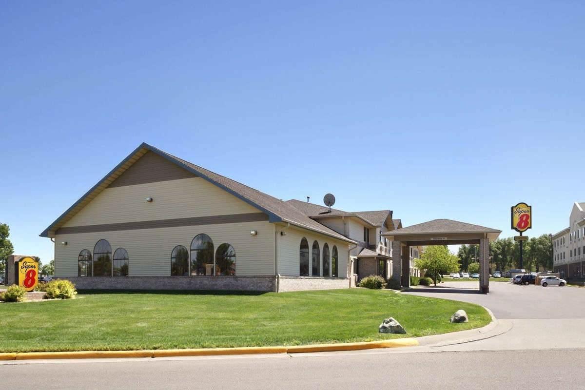 Ultimate List of Best Cheap Hostels for Backpackers in Brookings, South Dakota, Super 8 - Brookings