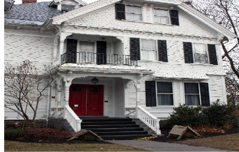 Ultimate List of Best Cheap Hostels for Backpackers in Burlington, Vermont, Lang House on Main Street Bed & Breakfast