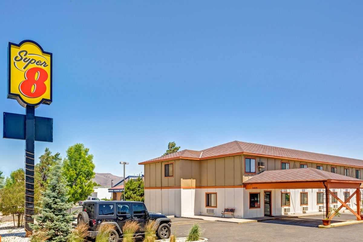 Ultimate List of Best Cheap Hostels for Backpackers in Carson, Nevada, Super 8 Carson City