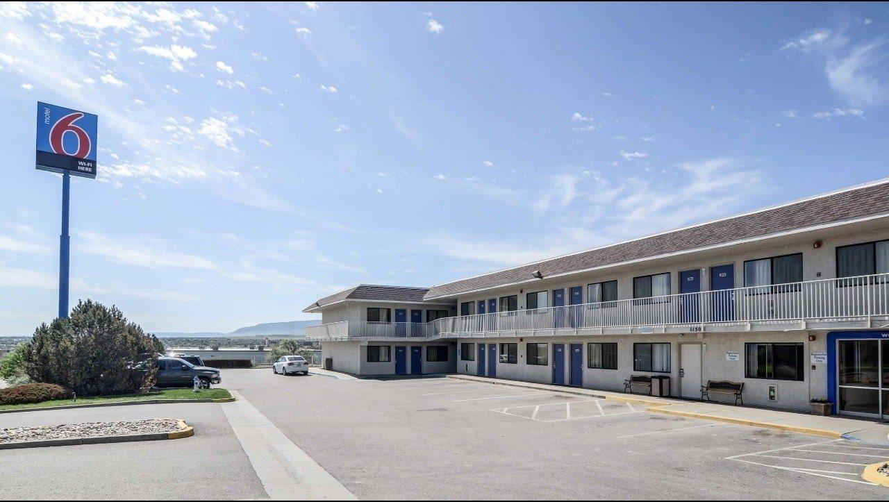 Ultimate List of Best Cheap Hostels for Backpackers in Casper, Wyoming, Motel 6 Casper