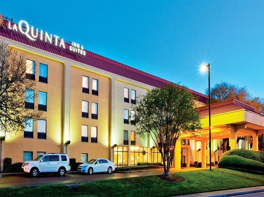 Ultimate List of Best Cheap Hostels for Backpackers in Charleston, South Carolina, La Quinta Inn & Suites Charleston Riverview