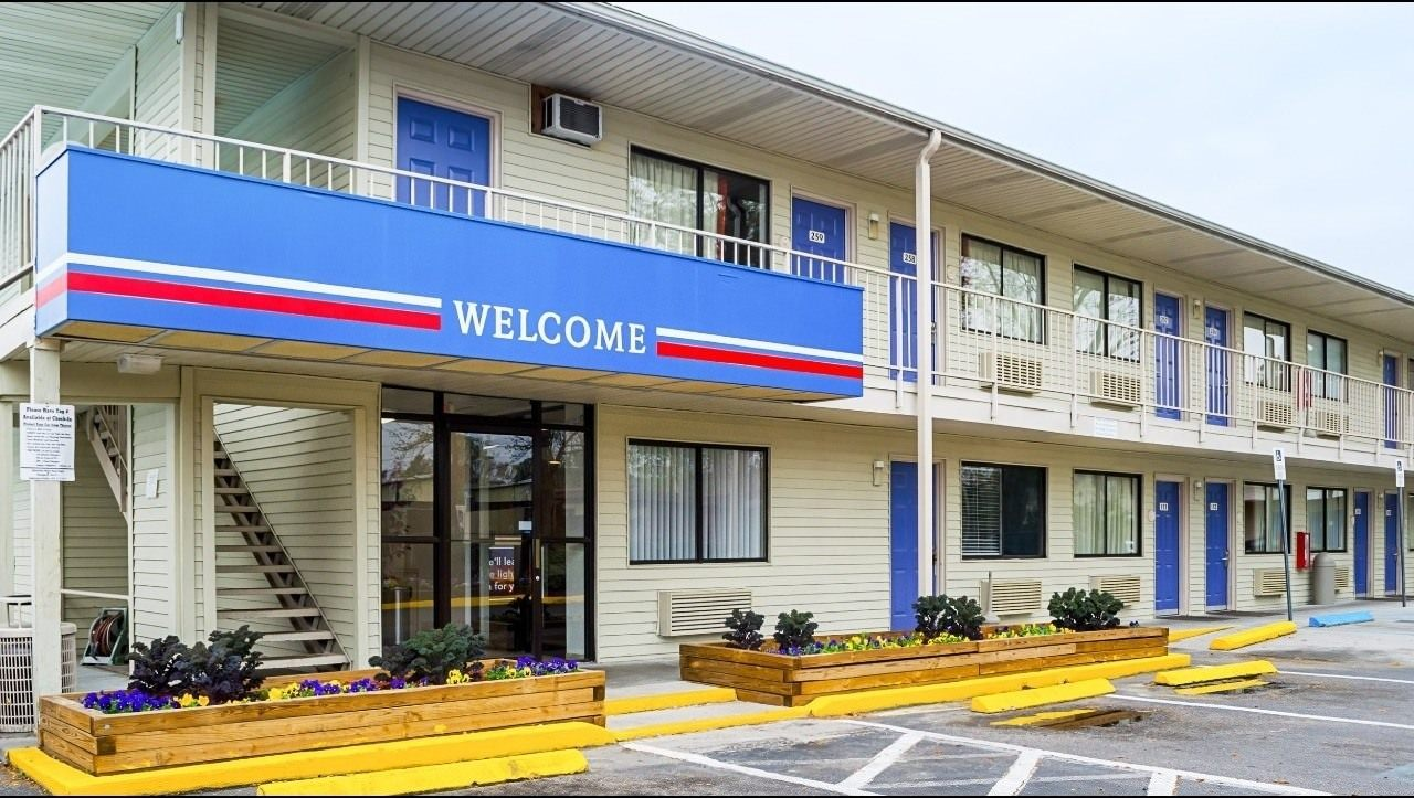 Ultimate List of Best Cheap Hostels for Backpackers in Charleston, South Carolina, Motel 6 Charleston South