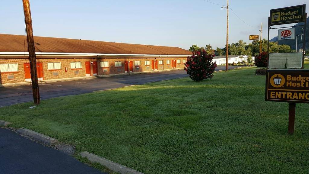 Ultimate List of Best Cheap Hostels for Backpackers in Charleston, West Virginia, Budget Host Inn Charleston