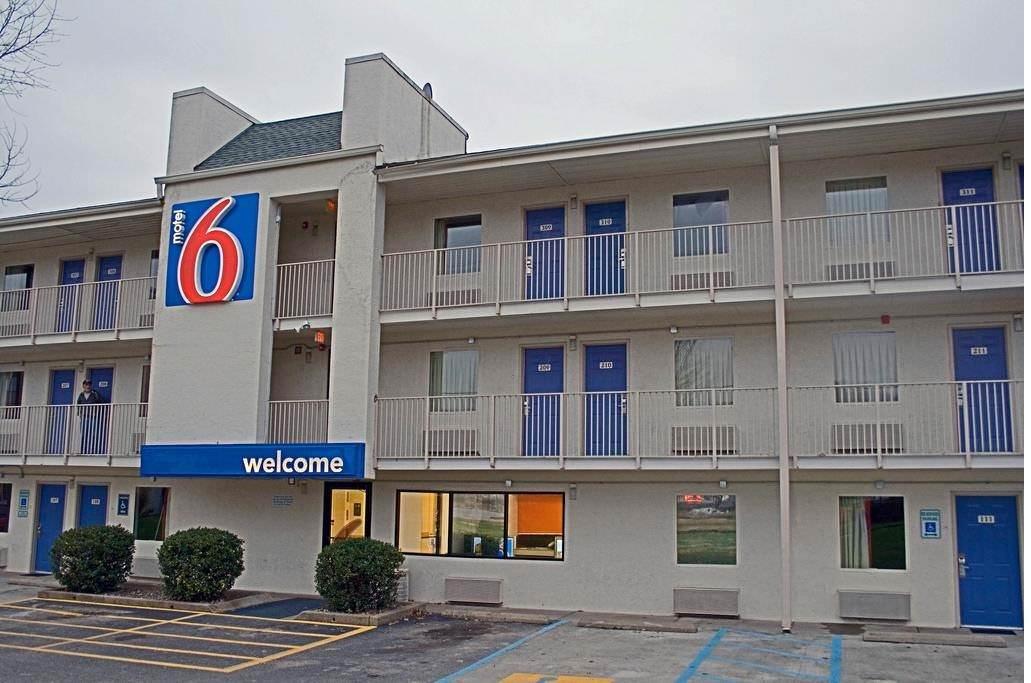 Ultimate List of Best Cheap Hostels for Backpackers in Charleston, West Virginia, Motel 6 Charleston East Maccorkle Avenue
