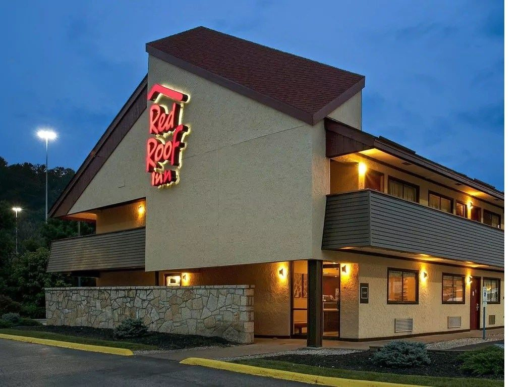 Ultimate List of Best Cheap Hostels for Backpackers in Charleston, West Virginia, Red Roof Inn Charleston - Kanawha City