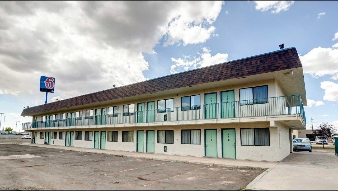 Ultimate List of Best Cheap Hostels for Backpackers in Cheyenne, Wyoming, Motel 6 Cheyenne