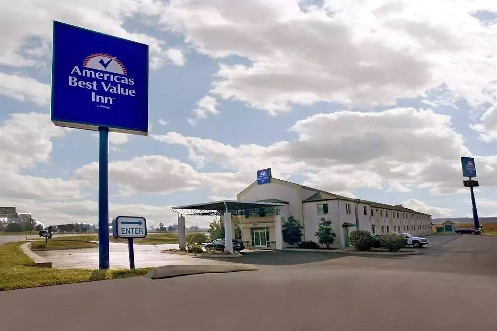Ultimate List of Best Cheap Hostels for Backpackers in Clarksville, Tennessee, Americas Best Value Inn Clarksville