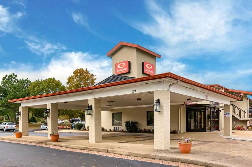 Ultimate List of Best Cheap Hostels for Backpackers in Clarksville, Tennessee, Clarksville