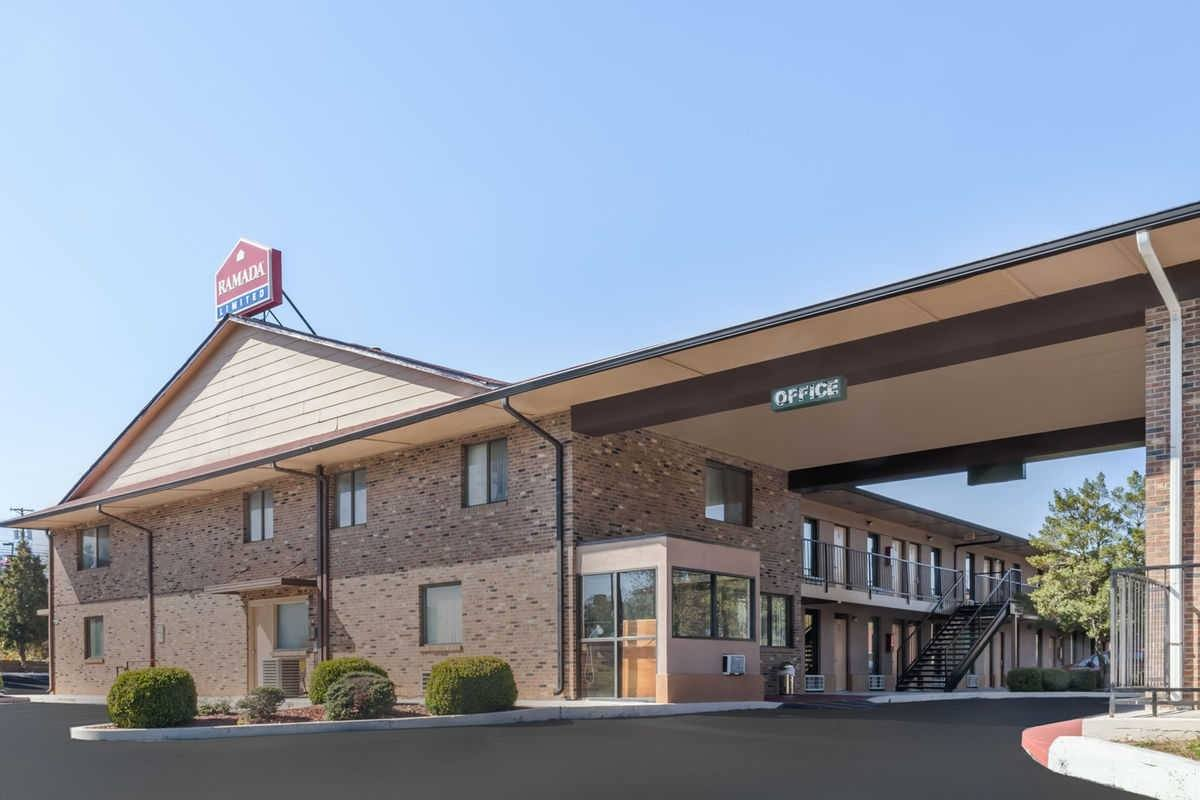 Ultimate List of Best Cheap Hostels for Backpackers in Clarksville, Tennessee, Ramada Limited - Clarksville