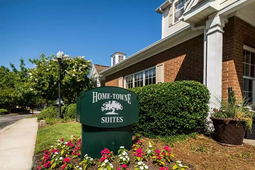 Ultimate List of Best Cheap Hostels for Backpackers in Columbia, South Carolina, Home Towne Suites - Columbia