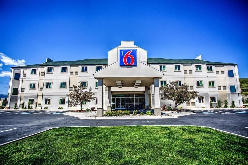Ultimate List of Best Cheap Hostels for Backpackers in Duluth, Minnesota, Motel 6 Duluth