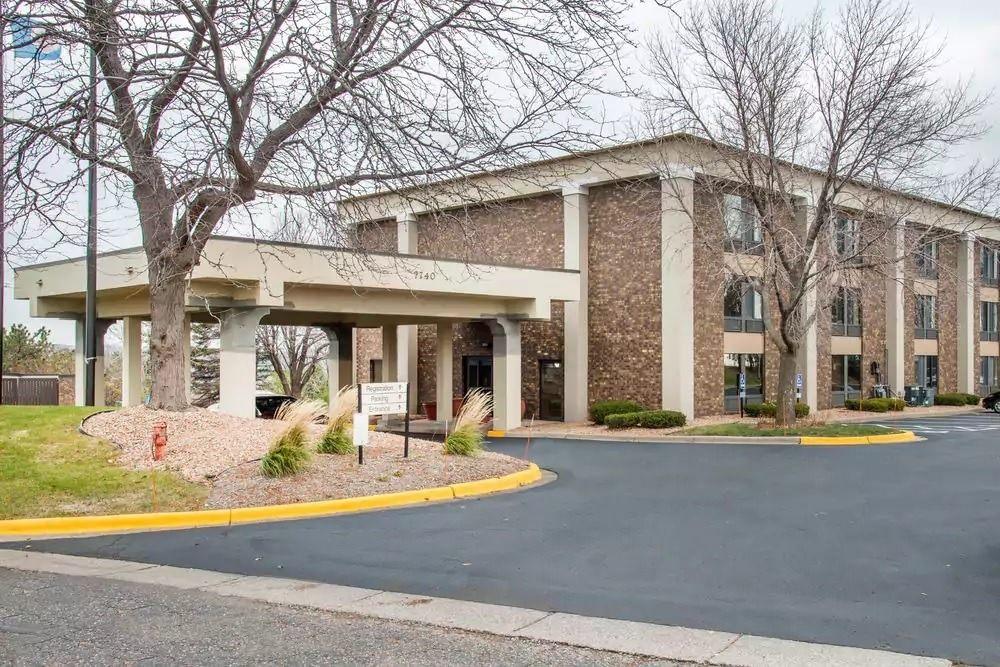 Ultimate List of Best Cheap Hostels for Backpackers in Eden Prairie, Minnesota, Comfort Inn Eden Prairie