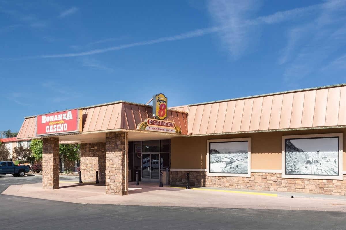 Ultimate List of Best Cheap Hostels for Backpackers in Fallon, Nevada, Super 8 Fallon