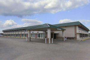 Ultimate List of Best Cheap Hostels for Backpackers in Gillette, Wyoming, Howard Johnson Inn Gillette