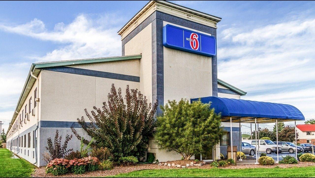 Ultimate List of Best Cheap Hostels for Backpackers in Green Bay, Wisconsin, Motel 6 Green Bay - Lambeau