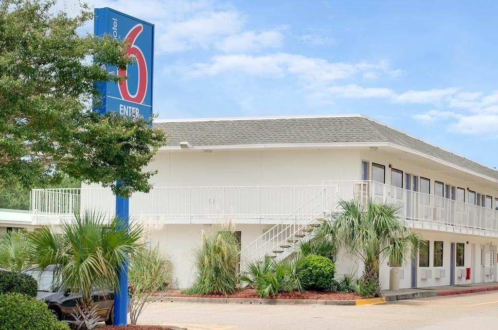 Ultimate List of Best Cheap Hostels for Backpackers in Gulfport, Mississippi, Motel 6 Gulfport