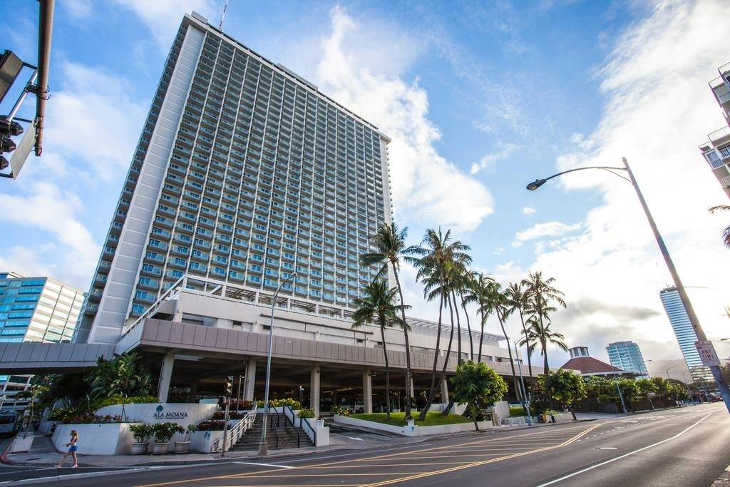 Ultimate List of Best Cheap Hostels for Backpackers in Honolulu, Hawaii, Ala Moana Hotel by AirPads