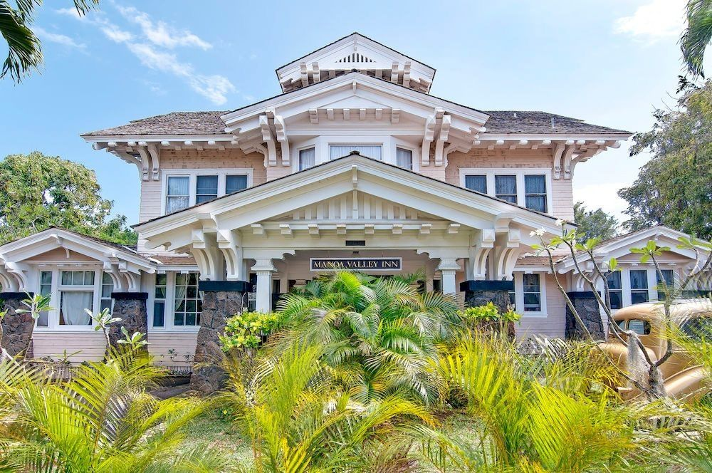 Ultimate List of Best Cheap Hostels for Backpackers in Honolulu, Hawaii, Manoa Valley Inn