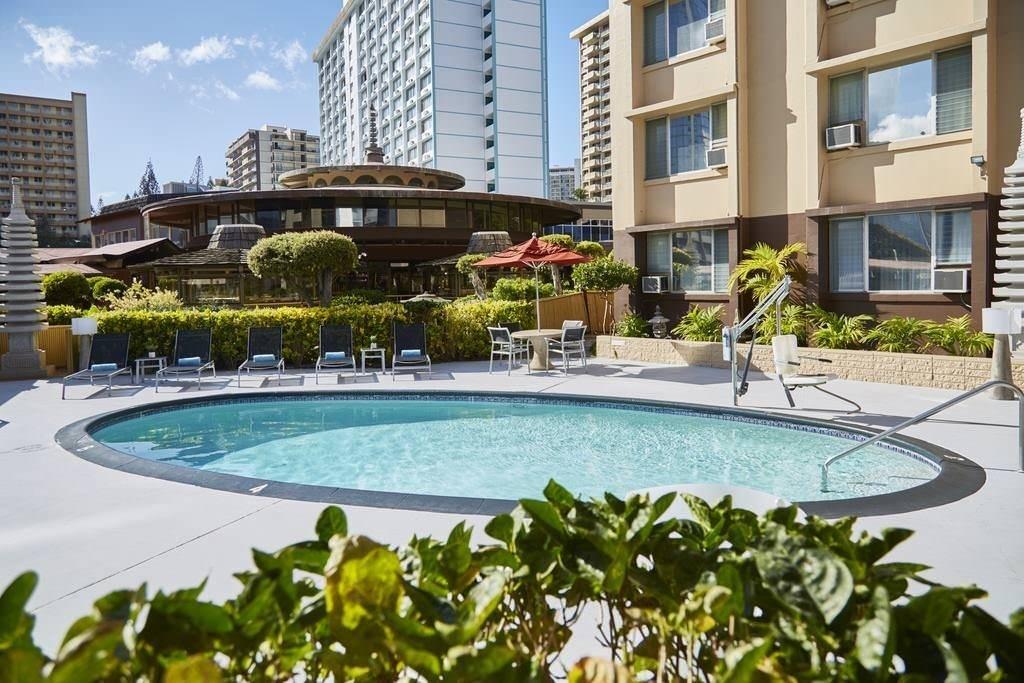 Ultimate List of Best Cheap Hostels for Backpackers in Honolulu, Hawaii, Pagoda Hotel
