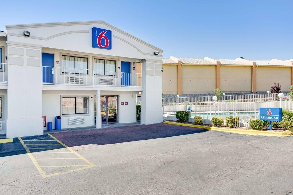 Ultimate List of Best Cheap Hostels for Backpackers in Houston, Texas, Motel 6 El Paso West