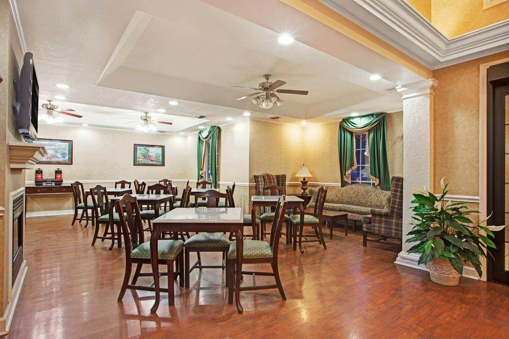 Ultimate List of Best Cheap Hostels for Backpackers in Jackson, Mississippi, Knights Inn Jackson North Ridgeland