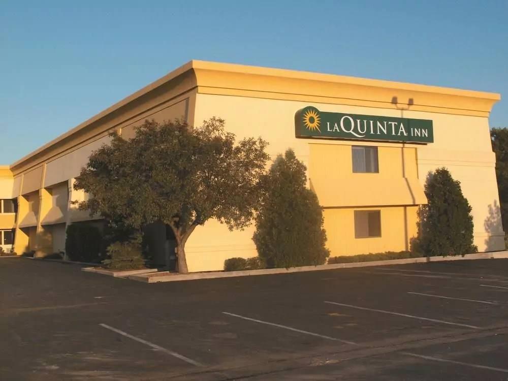 Ultimate List of Best Cheap Hostels for Backpackers in Kenosha, Wisconsin, La Quinta Inn Pleasant Prairie Kenosha