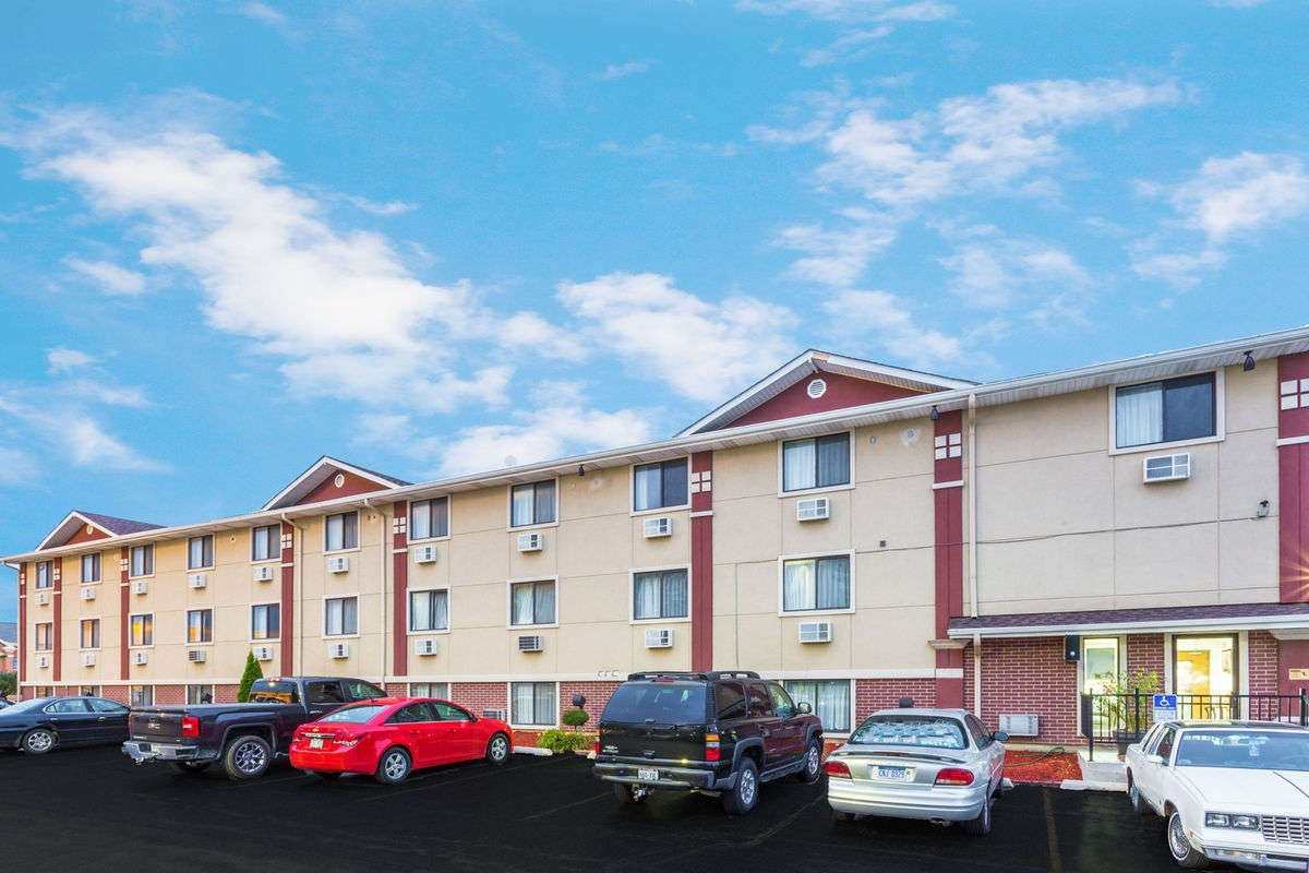 Ultimate List of Best Cheap Hostels for Backpackers in Kenosha, Wisconsin, Super 8 Pleasant Prairie