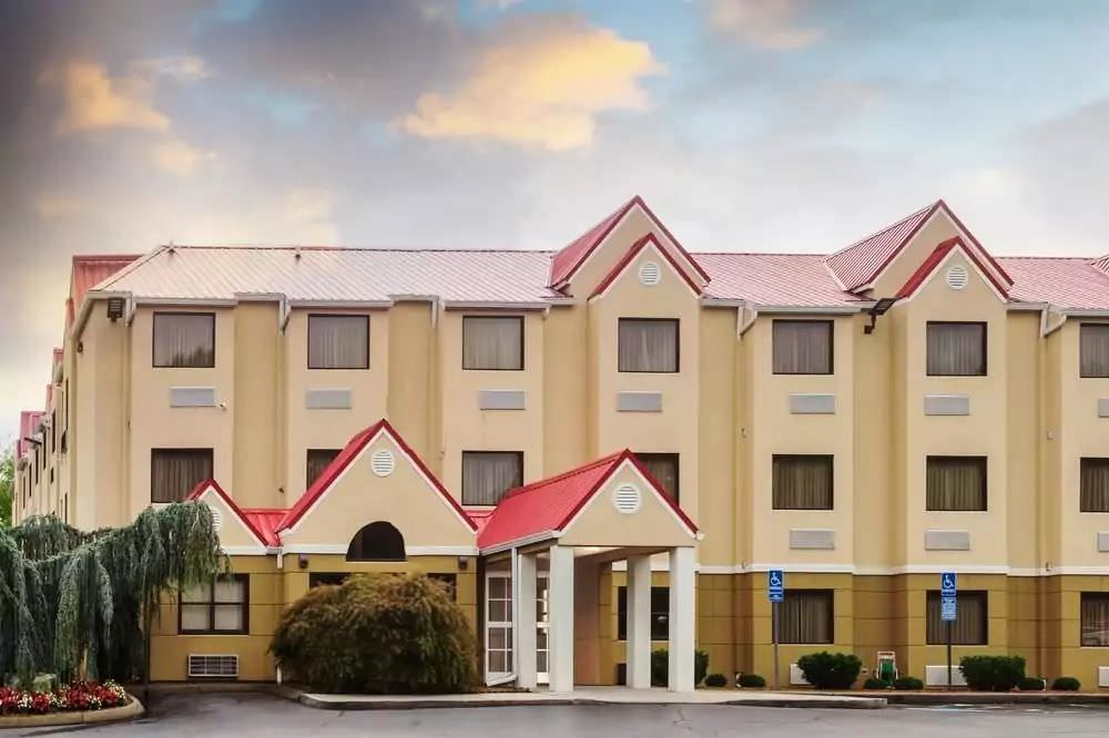 Ultimate List of Best Cheap Hostels for Backpackers in Knoxville, Tennessee, Microtel Inn by Wyndham Knoxville