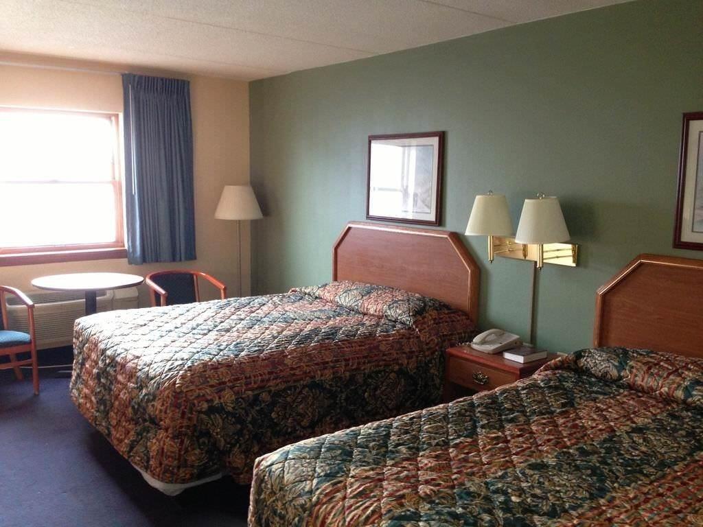 Ultimate List of Best Cheap Hostels for Backpackers in Lancaster, Pennsylvania, Economy Inn Lancaster