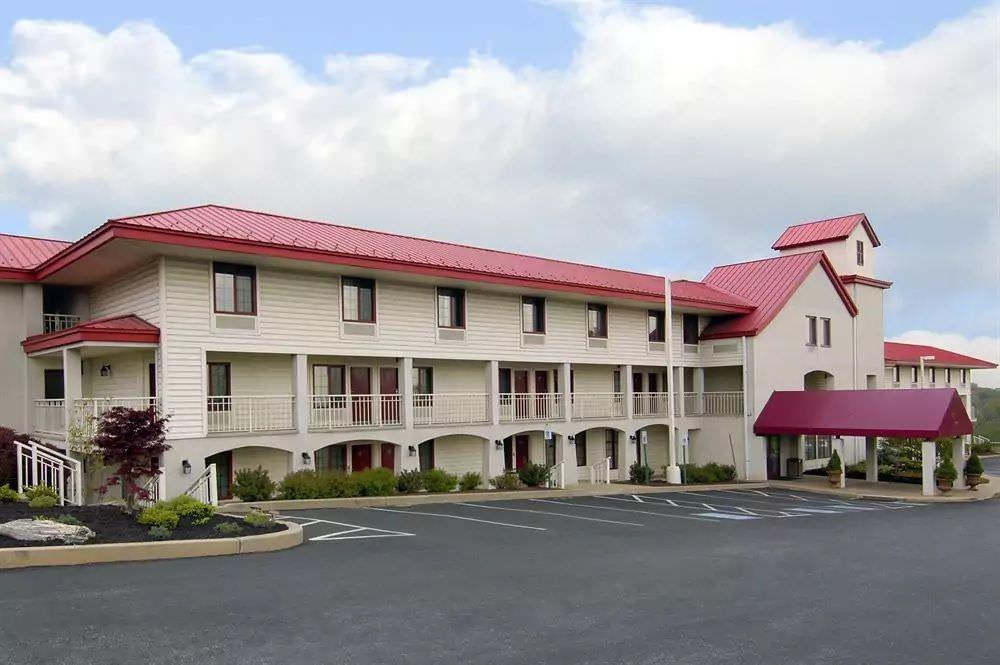 Ultimate List of Best Cheap Hostels for Backpackers in Lancaster, Pennsylvania, Red Roof Inn Lancaster