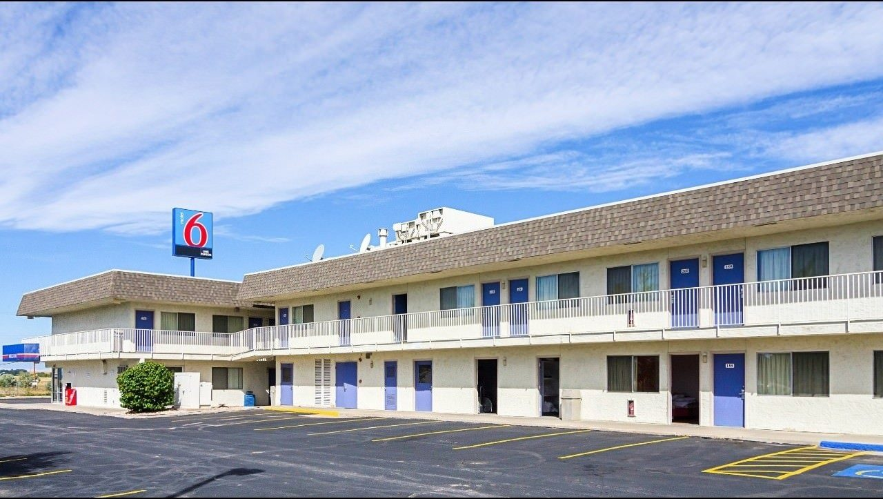 Ultimate List of Best Cheap Hostels for Backpackers in Laramie, Wyoming, Motel 6 Laramie