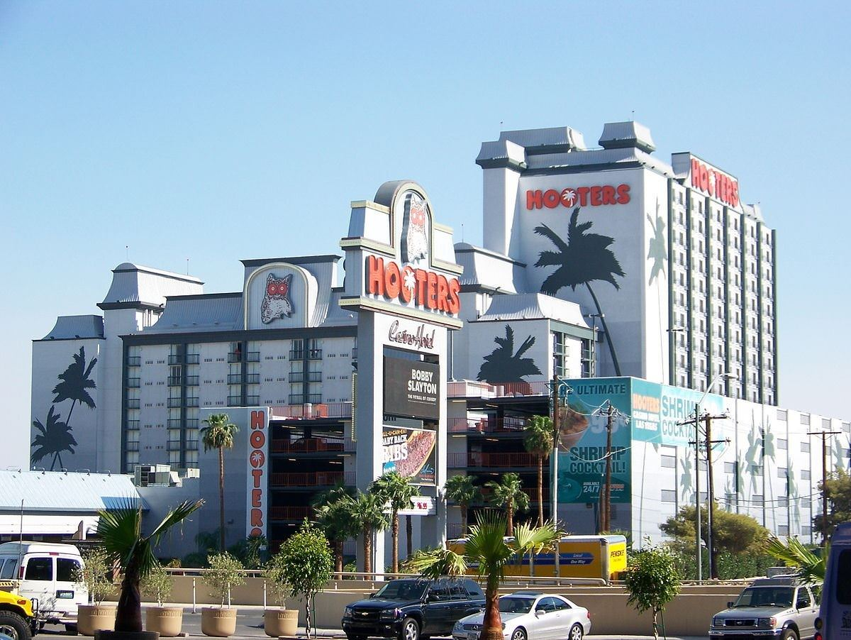 Ultimate List of Best Cheap Hostels for Backpackers in Las Vegas, Nevada, Hooters Casino Hotel