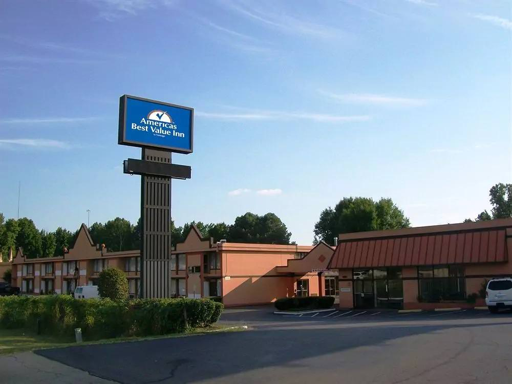 Ultimate List of Best Cheap Hostels for Backpackers in Memphis, Tennessee, Americas Best Value Inn and Suites Memphis East