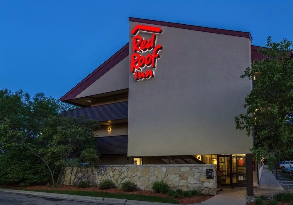 Ultimate List of Best Cheap Hostels for Backpackers in Minneapolis, Minnesota, Red Roof Inn Minneapolis Plymouth