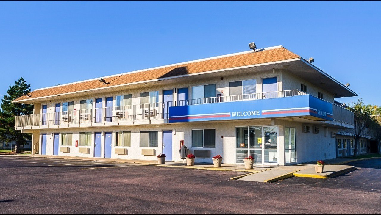 Ultimate List of Best Cheap Hostels for Backpackers in Mitchell, South Dakota, Motel 6 Mitchell
