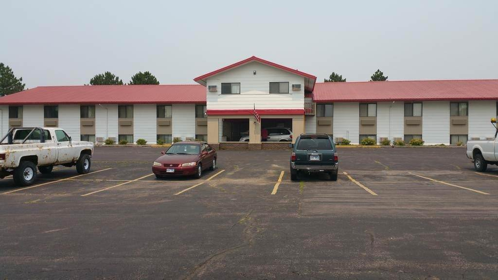 Ultimate List of Best Cheap Hostels for Backpackers in Mitchell, South Dakota, Rodeway Inn Mitchell