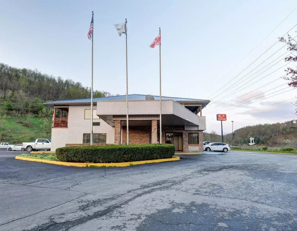 Ultimate List of Best Cheap Hostels for Backpackers in Morgantown, West Virginia, Econo Lodge