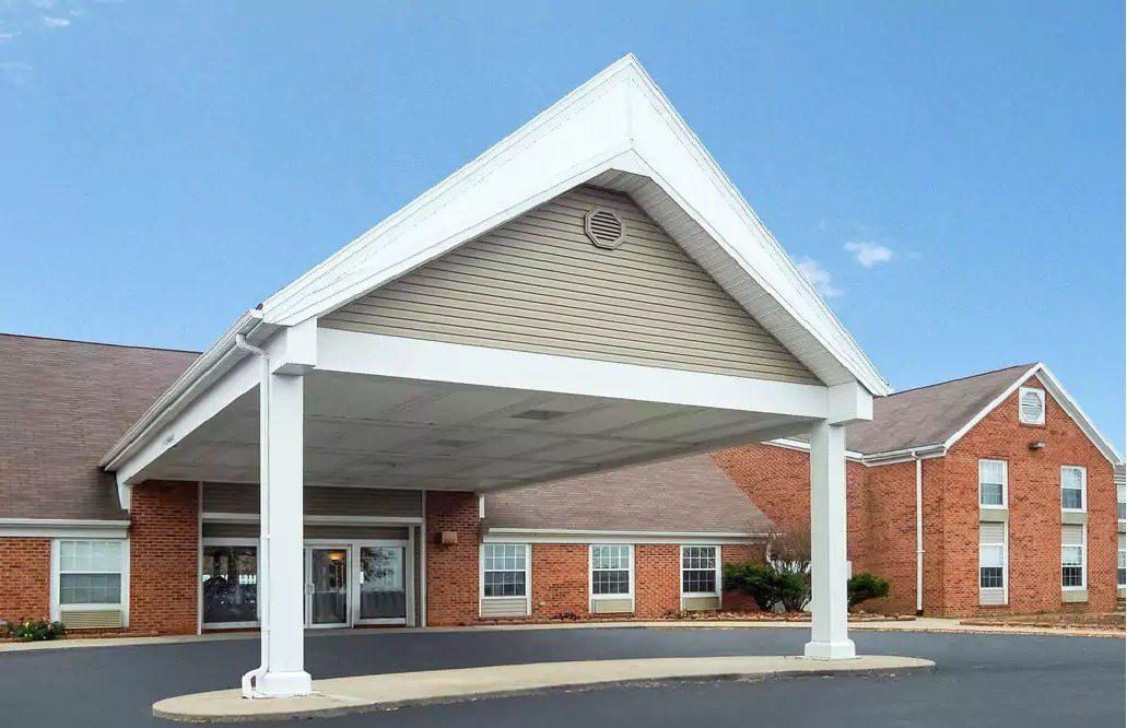 Ultimate List of Best Cheap Hostels for Backpackers in Morgantown, West Virginia, Quality Inn Morgantown