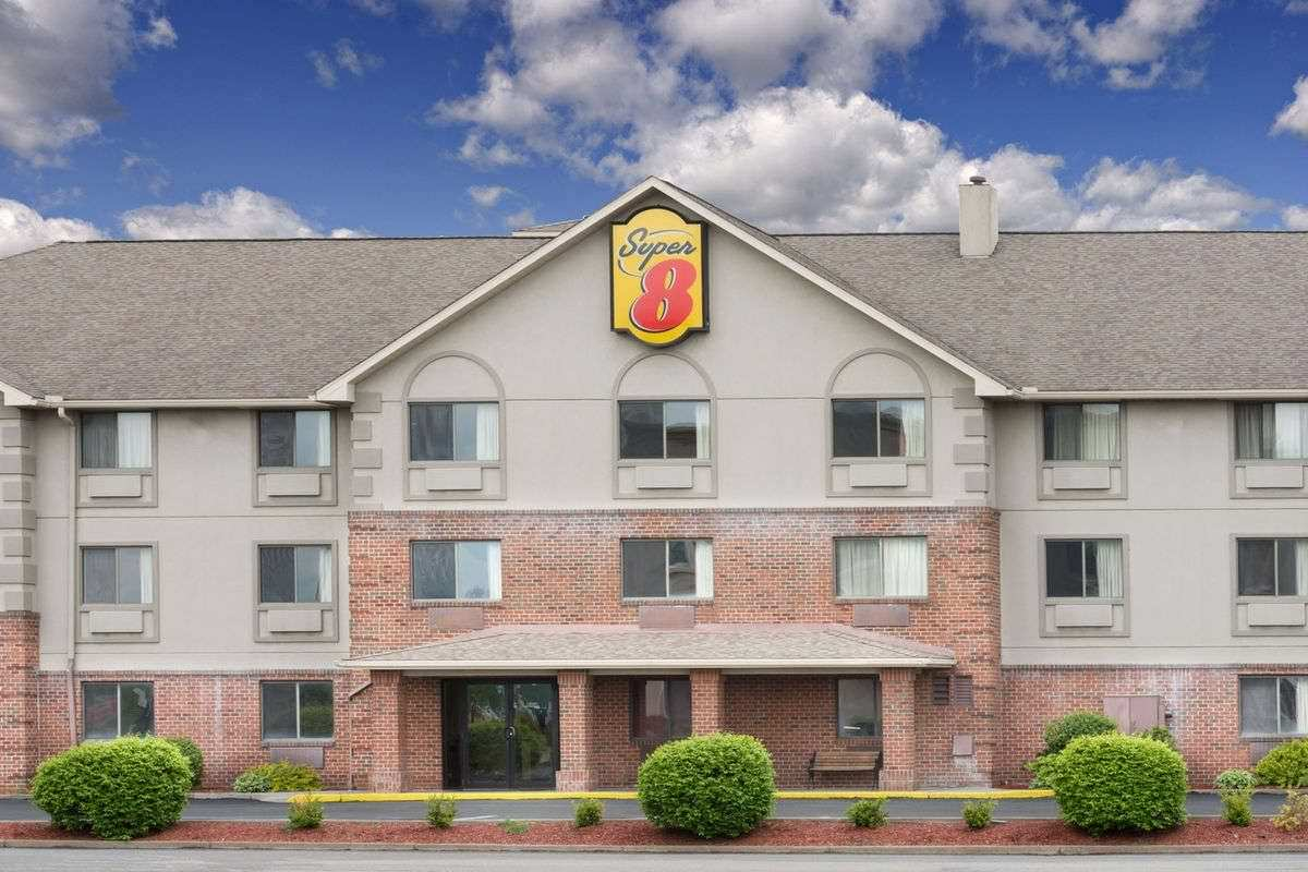 Ultimate List of Best Cheap Hostels for Backpackers in Morgantown, West Virginia, Super 8 Morgantown