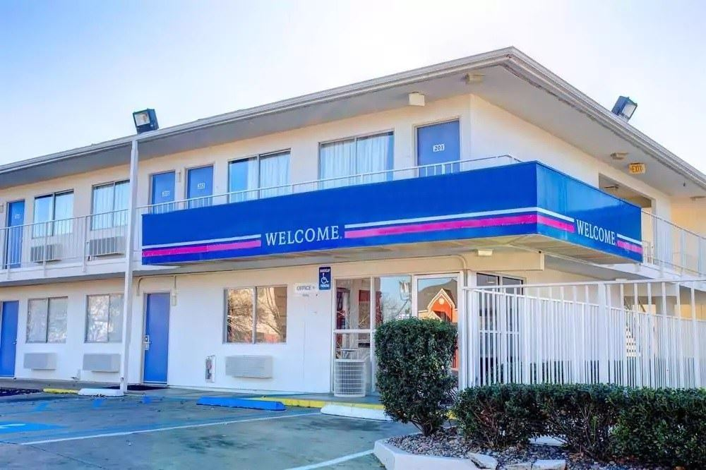 Ultimate List of Best Cheap Hostels for Backpackers in Murfreesboro, Tennessee, Motel 6 Murfreesboro