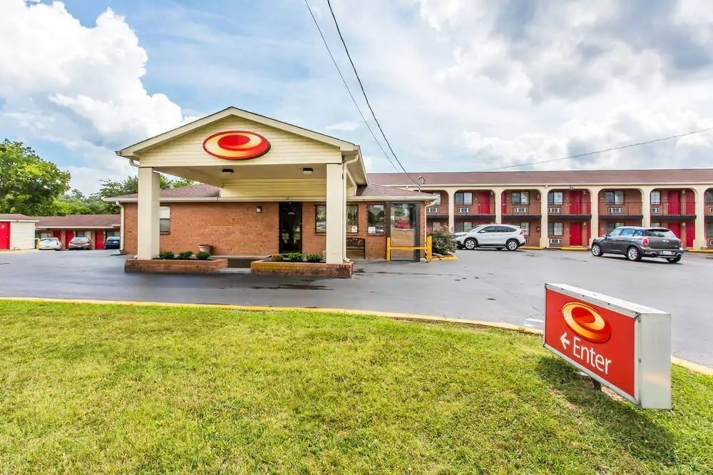 Ultimate List of Best Cheap Hostels for Backpackers in Nashville, Tennessee, Econo Lodge North