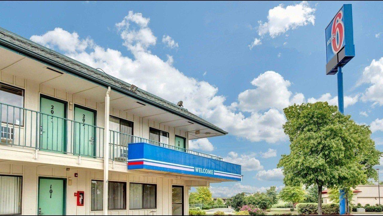 Ultimate List of Best Cheap Hostels for Backpackers in Nashville,Tennessee, Motel 6 Nashville