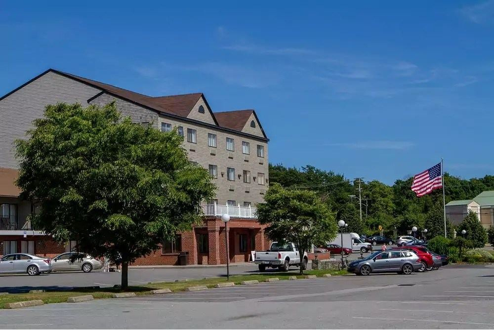 Ultimate List of Best Cheap Hostels for Backpackers in Newport, Rhode Island, Mainstay Hotel and Conference Center