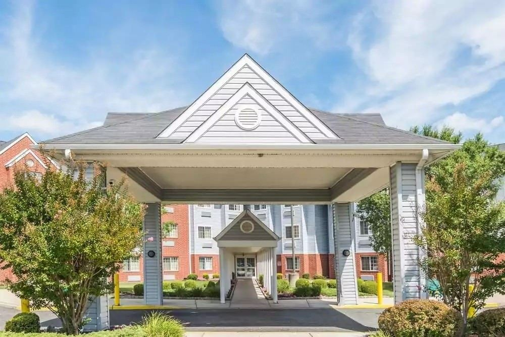 Ultimate List of Best Cheap Hostels for Backpackers in Philadelphia, Pennsylvania, Microtel Inn & Suites by Wyndham Philadelphia Airport