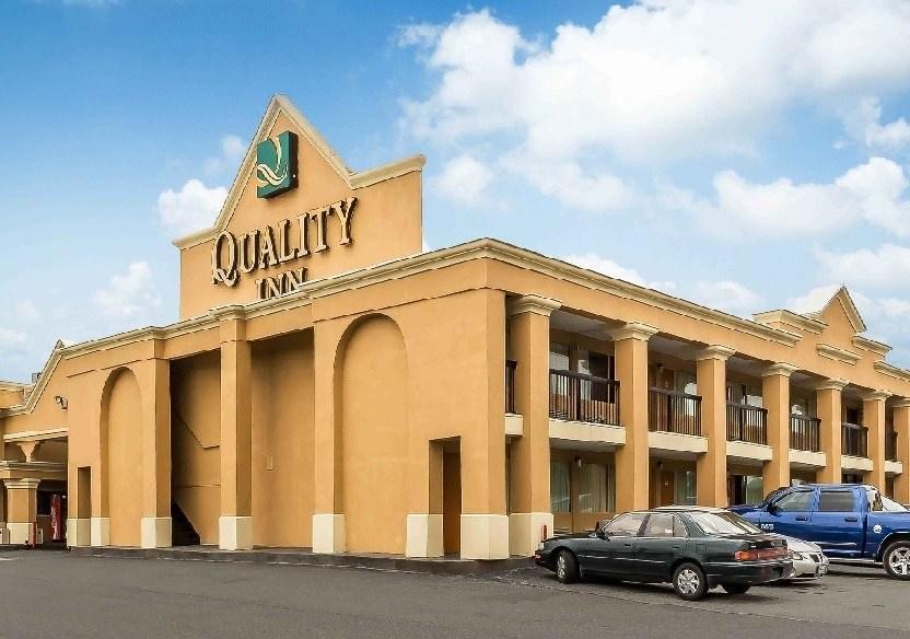 Ultimate List of Best Cheap Hostels for Backpackers in Philadelphia, Pennsylvania, Quality Inn Philadelphia Airport Lester